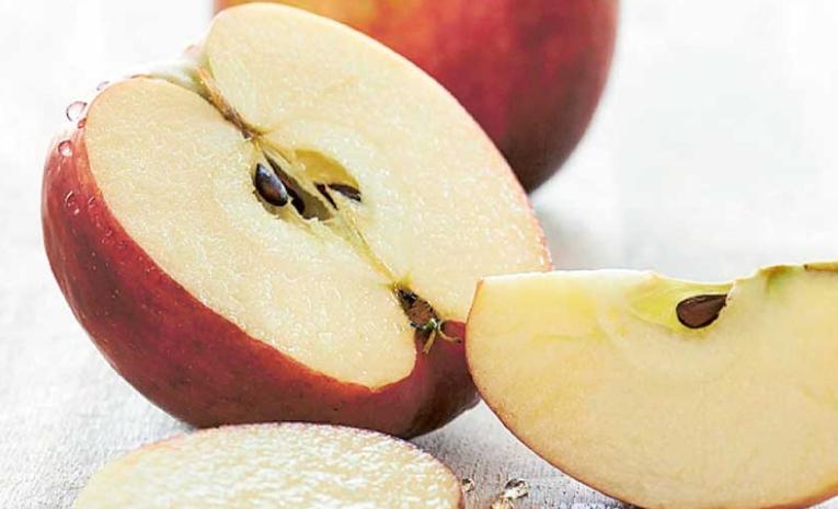 Изедете јаболко, но семките фрлете ги веднаш: Во нив се крие смртоносен отров