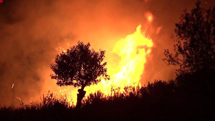 Стотици пожарникари гаснат пожари во Каталонија