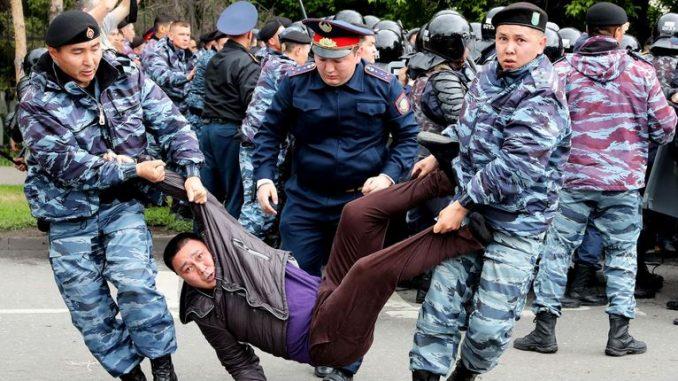 Претседателски избори во Казахстан: Приведени над 500 демонстранти