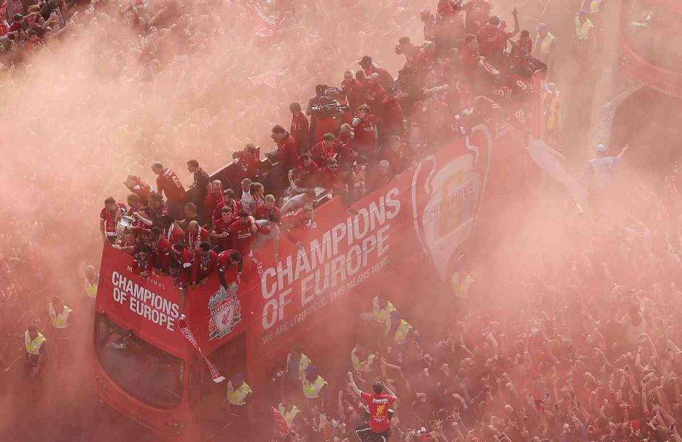 Прославата на трофејот се претвори во трагедија: Познат идентитетот на избодениот навивач