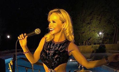 """Фановите откако дознаа колку пари фрлила хрватската пејачка за овој фустан и порачаа: """"Врати ми го тепихот од тоалетот"""" (ФОТО)"""