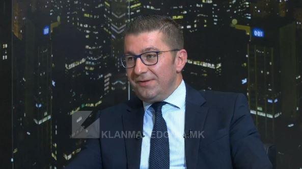 Мицкоски: Јас навивам за Вардар, не оправдувам говор на омраза од ниту една група, знаете ли какви преработки имаше една стара македонска песна што се пееше во тетово?