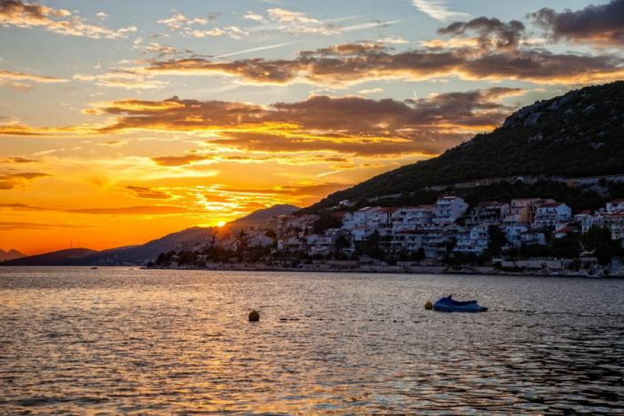 Морето во оваа земја е преубаво, еве каде да одмарате ова лето по бадијала цени!