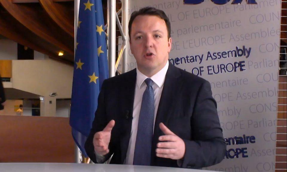 Николоски: Договорот Заев-Рама за Македонија и Албанија да бидат во иста група ја влече државата назад во евроинтеграциите