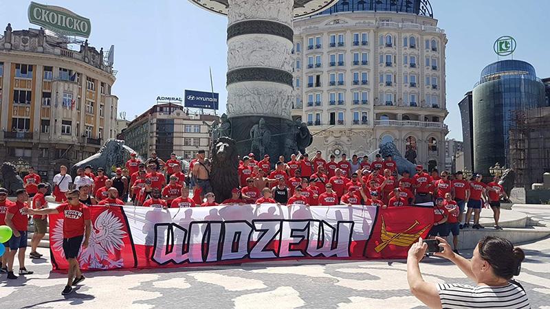 ФОТО: 2.000 Полјаци на плоштад