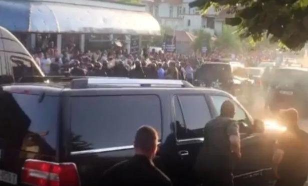 ВИДЕО: Жесток пречек за Рама со камења од Албанците, има и повредени