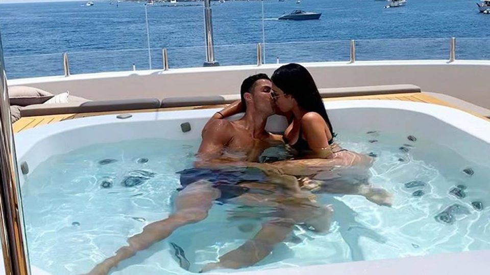Бакшиш од кој боли глава: Роналдо не се штедел на одморот во Грција