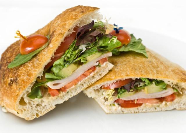 Петмина починати откако јаделе болнички сендвичи