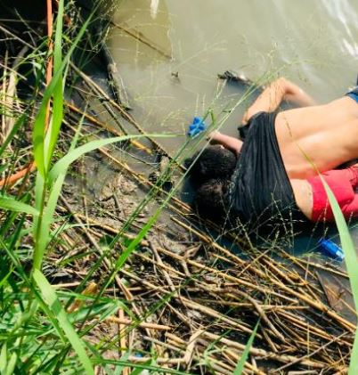 ЌЕ ВЕ ОБЛЕАТ СОЛЗИ: Татко и ќерка прегрнати се удавија во река- не успеале да го сонуваат американскиот сон (ВОЗНЕМИРУВАЧКО ФОТО)