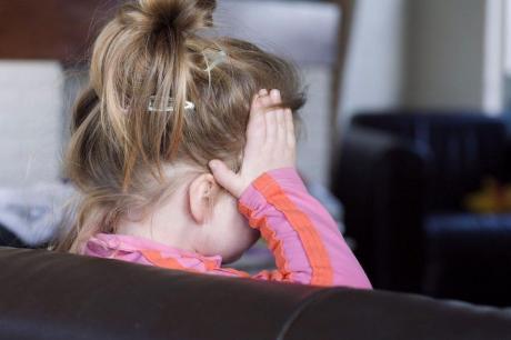 Мајка монструм од Загреб ѝ ги скршила рацете и нозете на својата ќерка- судот ѝ одреди 5 години затвор