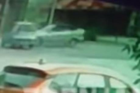 ВИДЕО: Снимка од тешка несреќа утринава во Зрењанин- автомобил влета во кафуле