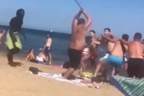 ВИДЕО: Тепачка на популарната плажа- Британци викнале дека се ограбени, па започнал инцидентот