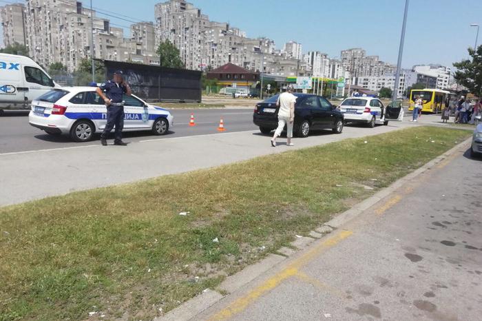 Ужас во Белград: Жена се обиде да влезе во автобусот, вратите се затворија и ѝ откинаа рака и нога (ФОТО)