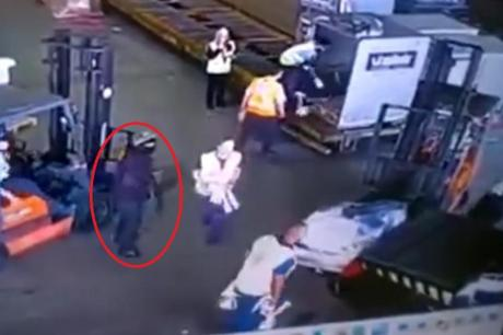 Филмски грабеж: Украле 750 килограми злато, влегле со фантомки и вооружени, а земале и двајца заложници (ВИДЕО)