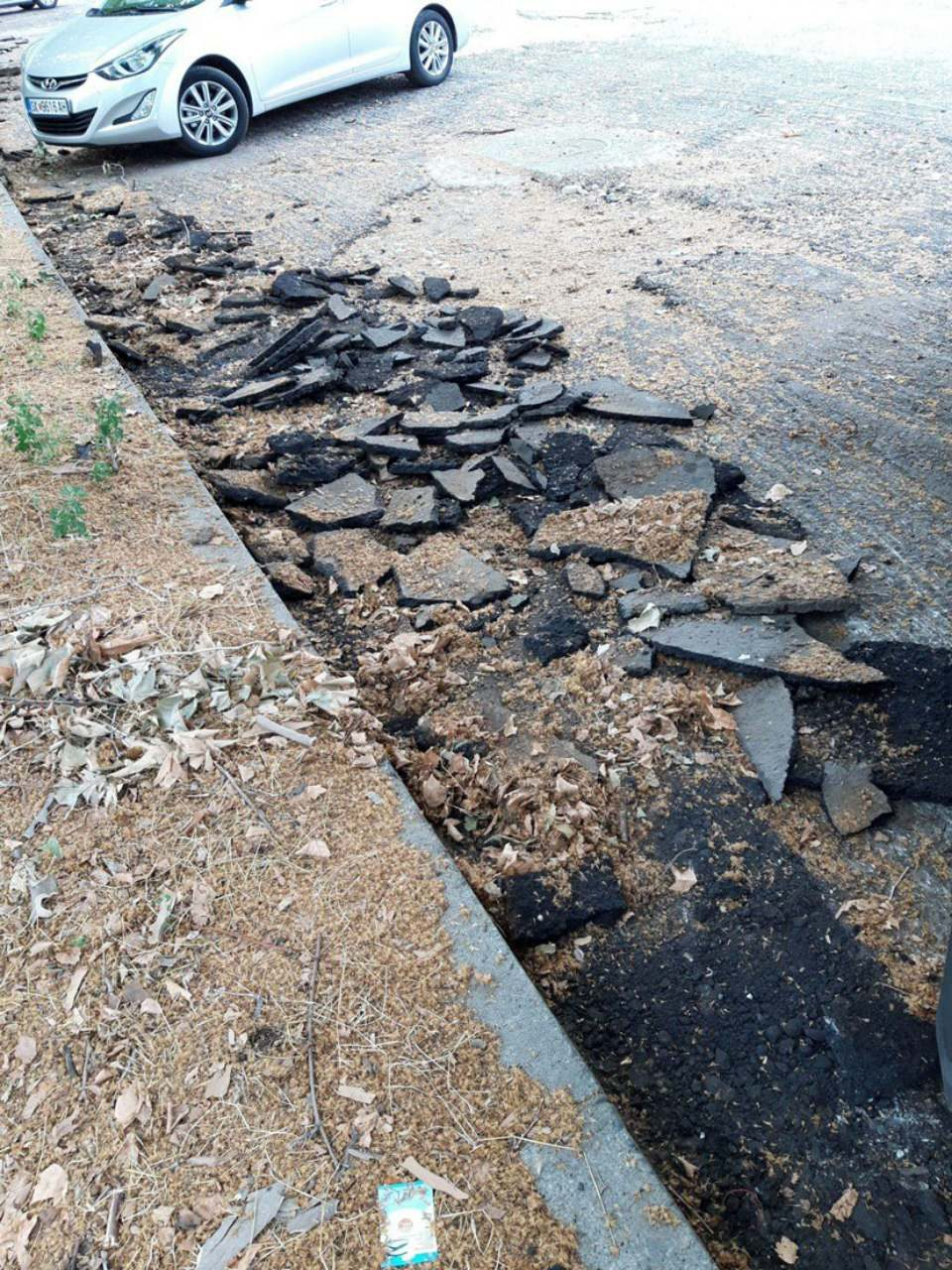 Неспособноста во општина Аеродром на виделина: Речиси еден месец паркинг стои раскопан, а машините не се помрднати (ФОТО)