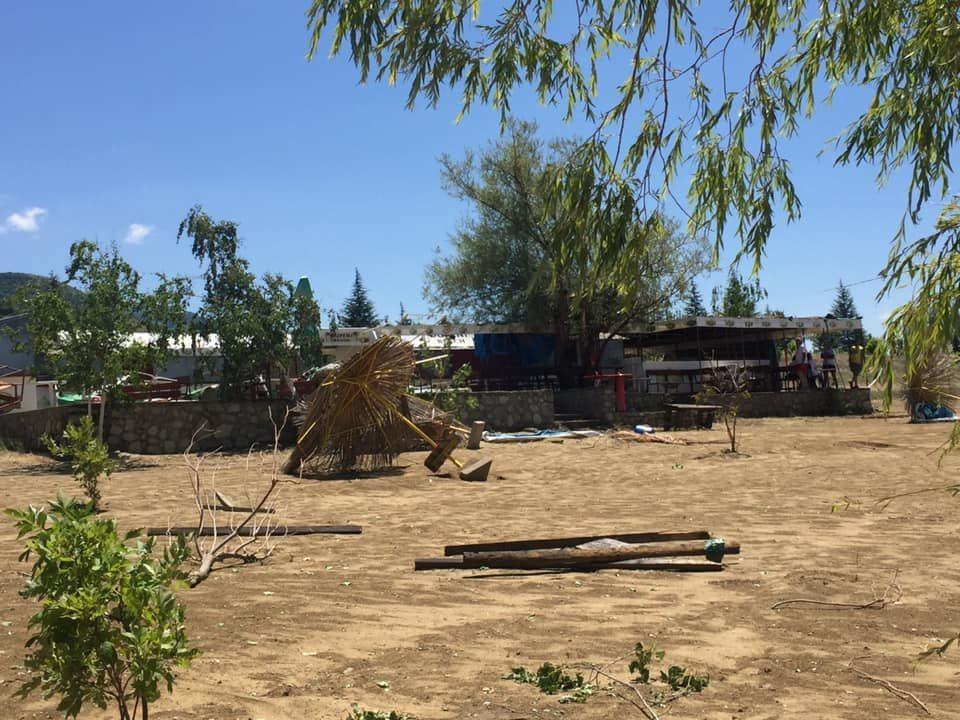 Жителите на Дупени револтирани по вчерашното невреме: Власта заборави дека во Преспа не се наоѓа само Крани (ФОТО)