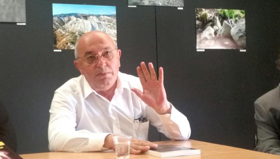 Мустафај: Државата падна, власта е на коленици, Албанија е во лудило
