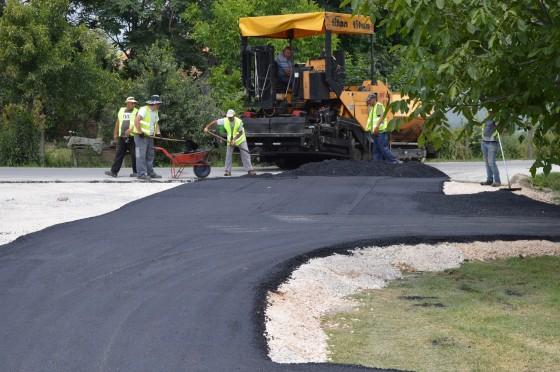 Општина Илинден континуирано ја подобрува локалната патна инфраструктура- се градат патишта, улици, мостови, пешачки и велосипедски патеки
