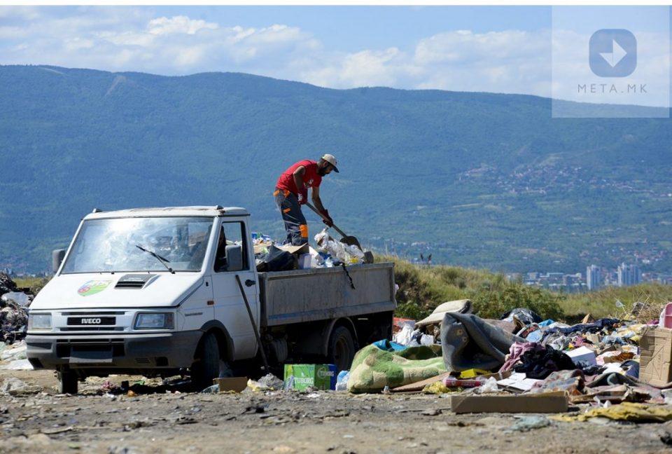 Инспекторка вели дека на дивата депонија кај Шутка не треба да се фрла ниту шут