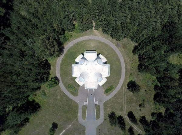 Мало потсетување на тоа каква вонземска архитектура имаме