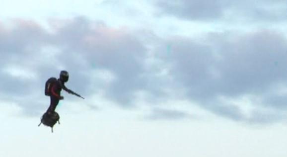 Ова е францускиот војник од иднината: Ќе може да лета два километри во висина и да се движи на небо со 200 километри на час (ВИДЕО)