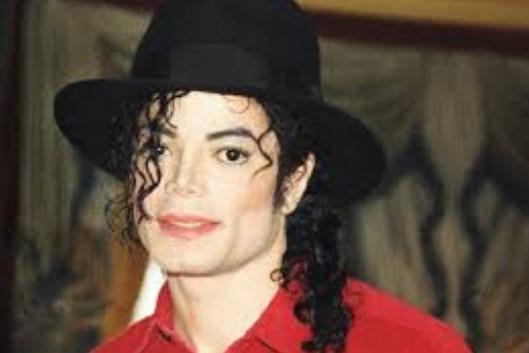 Фанови на Мајкл Џексон тужат две лица кои лажеле дека биле силувани од пејачот