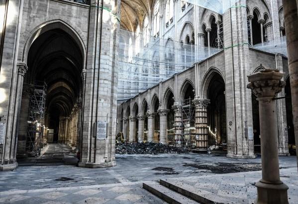 Архитектите предупредуваат: Нотр Дам е небезбеден за реновирање (ФОТО)