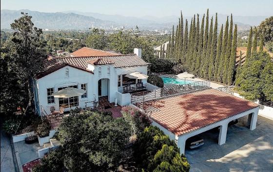 Куќата на серискиот убиец Чарлс Менсон ставена на продажба за 1,98 милиони долари