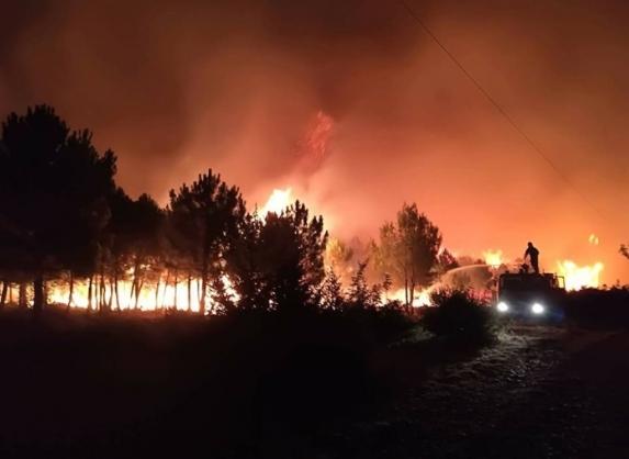 Трет ден се гасне големиот пожар, повредени над 30 лица