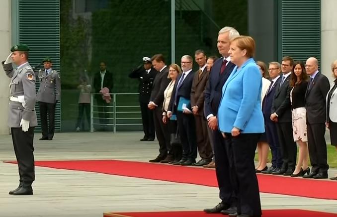 Повторно се тресеше: Се влошува здравствена состојба на Ангела Меркел?! (ВИДЕО)
