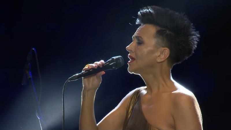 """Таа е светски позната пејачка, а кога ја испеа македонската """"Ја излези Ѓурго"""" ги остави сите без зборови (ВИДЕО)"""