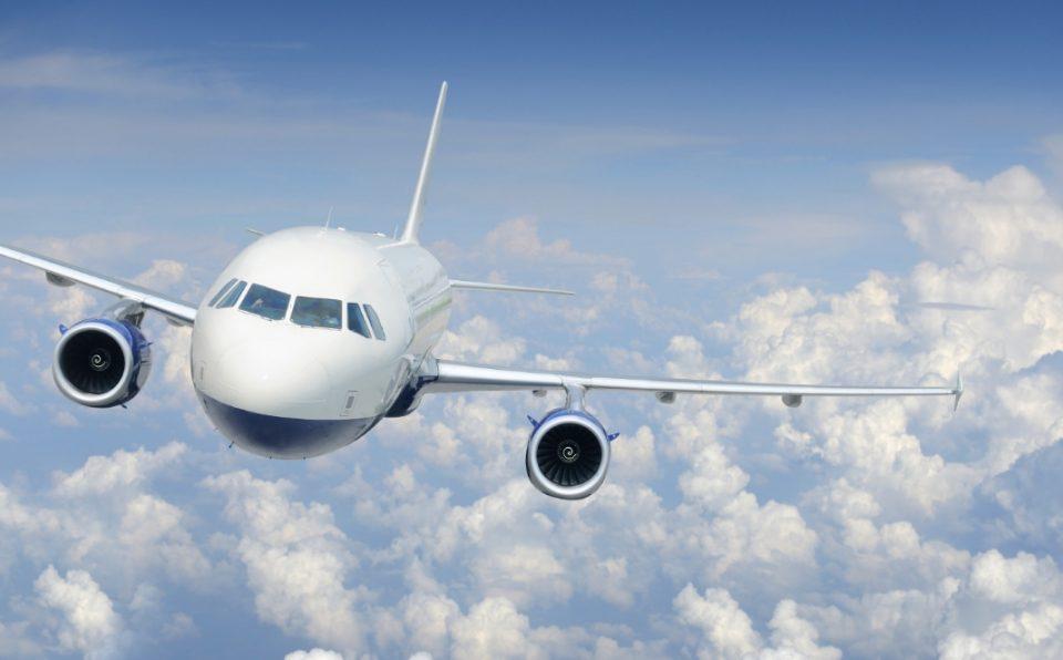 Авион принудно слета, пилотот изгубил свест