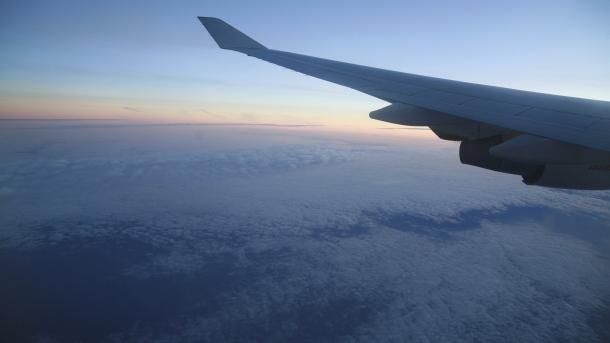 269 патници во паника, 35 повредени: Поради силни турбуленции авион слета принудно