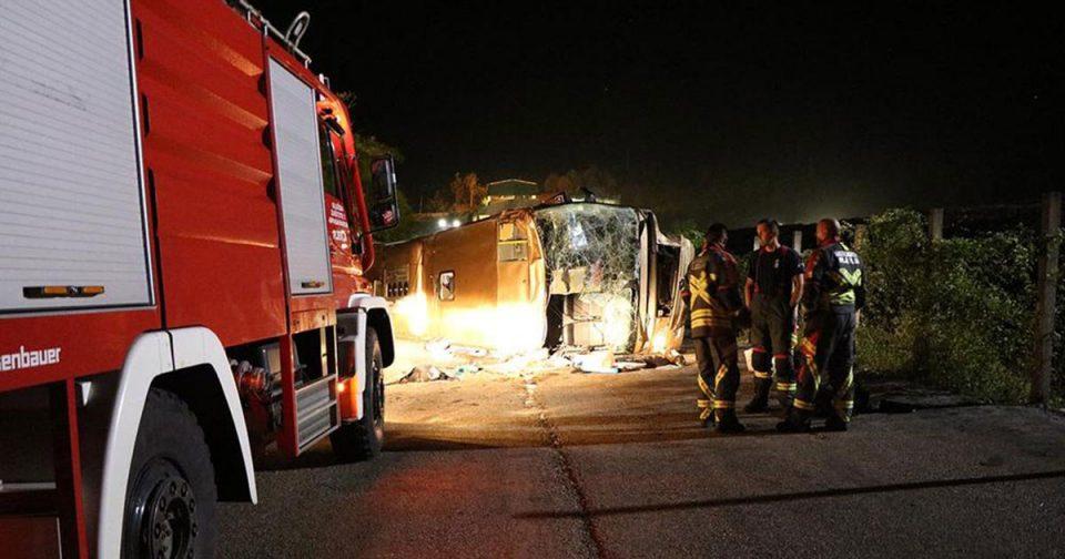 ФОТО: Автобус полн патници излета и се преврте- Тешка несреќа во Црна Гора