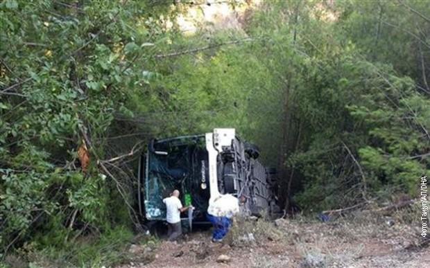 ФОТО: Автобуска несреќа во Анталија, повредени 25 туристи