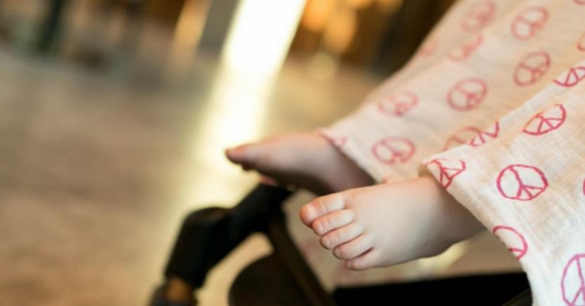 Родители: Престанете да го правете ова кога вашето бебе е во количка, опасно е по животот!