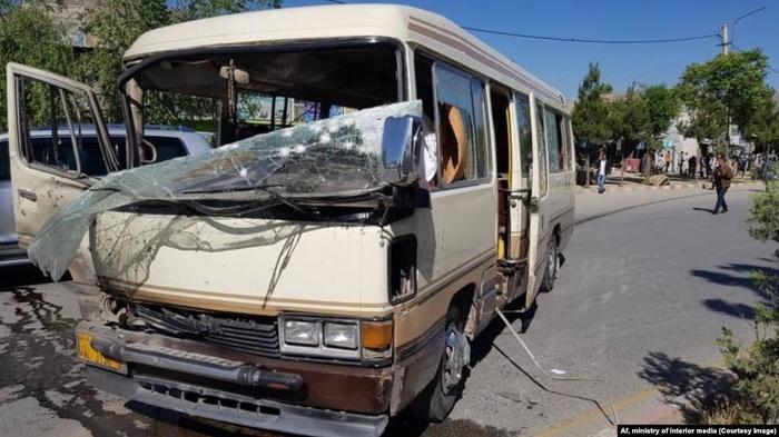 Најмалку петмина загинати во бомбашки напад врз владин автобус во Кабул