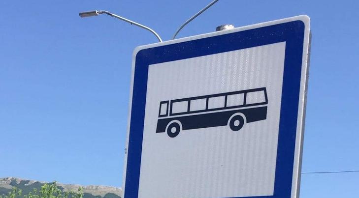 Странците ќе се изнасмеат кога ќе ги видат овие табли во Охрид (ФОТО)