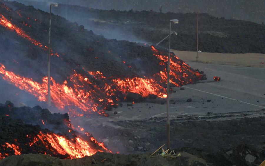 Зголемена активноста на вулканот Етна во Сицилија