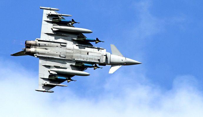 Судир на два катарски воени авиони, пилотите спасени со катапултирање