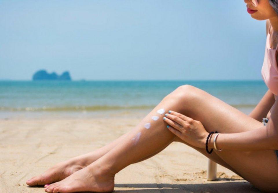 Погрешно ги нанесувате спрејот и кремата за сончање: Правите грешка која може да ви го доведе здравјето во опасност