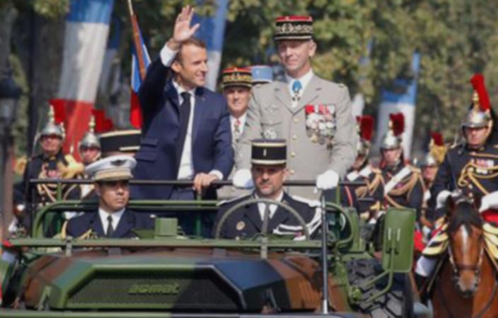 """Макрон исвиркан од """"жолтите елеци"""" на воената парада во Париз"""