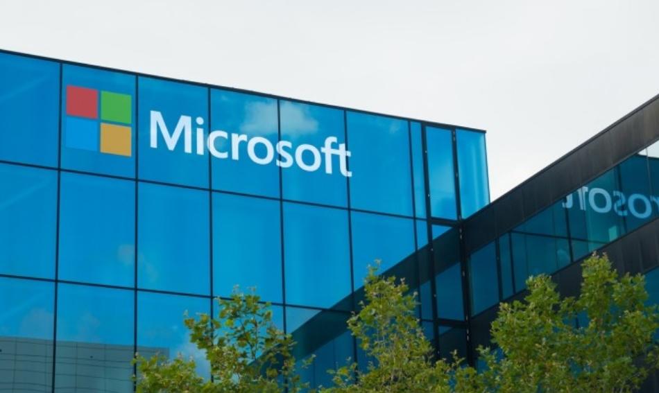 """Поранешен вработен на """"Мајкрософт"""" украл 10 милиони долари: Како ги земал и што направил со парите?"""