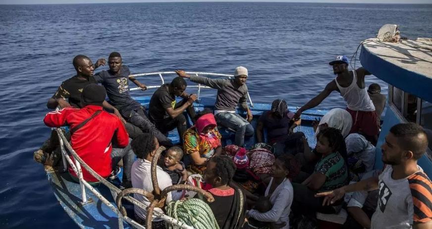 Грчките власти продолжуваат со префрлање мигранти од островите