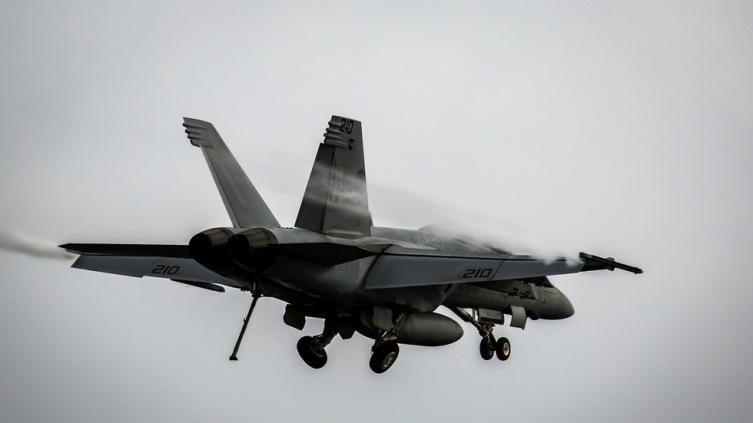 Се урна американски воен авион во Калифорнија