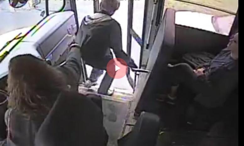 На чекор до несреќа: Жена која го вози школскиот автобус во Њујорк спаси момче од сигурна смрт