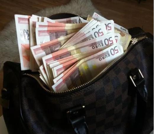 """""""Граѓаните се иселуваат, немаат пари и не знаат што да прават, затоа што парите завршуваат кај криминалците во Луј Витон ташни"""""""
