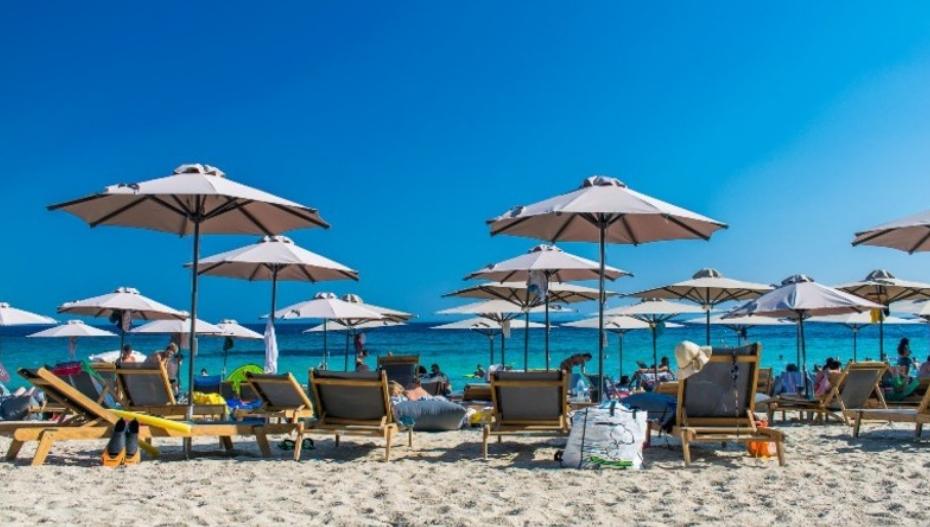 Некаде евтино, на друго место многу скапо: Kакви се цените на грчките плажи оваа година?