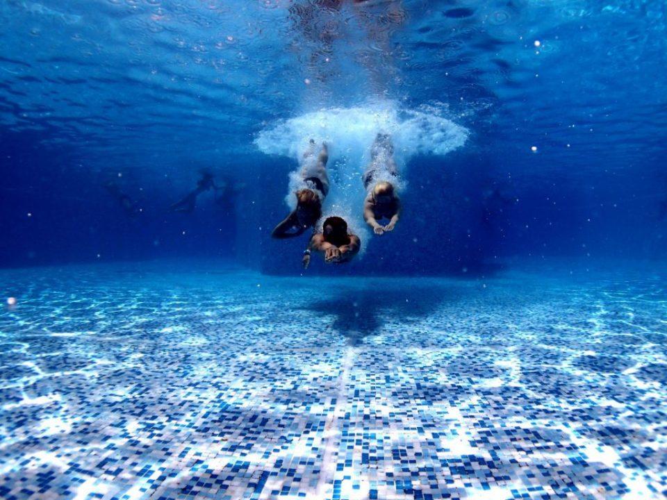 Сладолед, лута храна, сокови не консумирајте пред пливање!