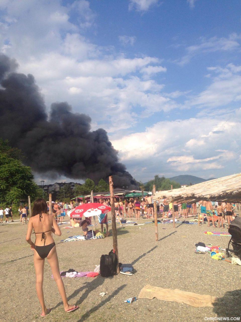 ФОТО: Пожар во ресторан на плажа во центарот на Струга!